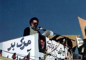 فرصتطلبی آقای موسوی خوئینیها، کمکی به حل مشکلات نمیکند.
